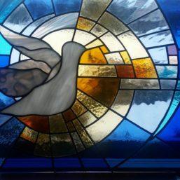 vitráž holubice